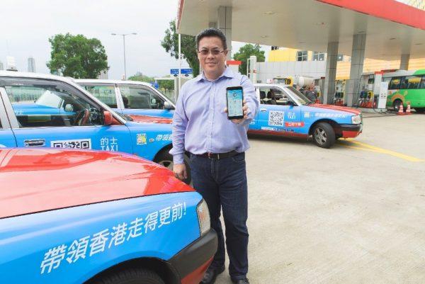 TNG行政總裁江慶恩先生展示最新推出的「司機專用收款」App.
