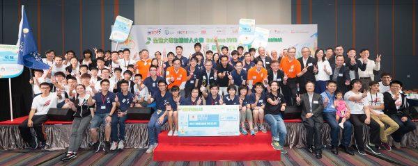 圖片5: 全港大專生機械人大賽2016的11 隊參賽隊伍於頒獎典禮上,慶祝大家努力的成果並互相祝賀。