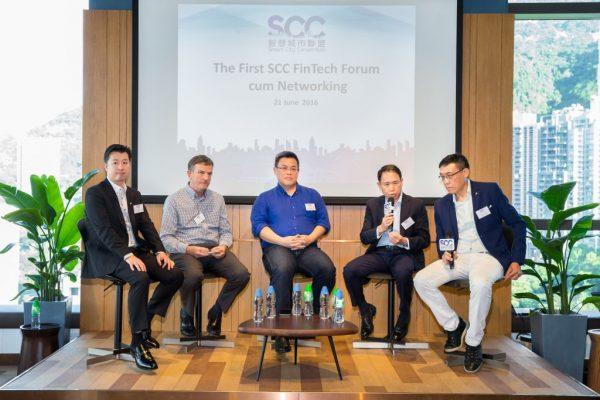 「智慧城市聯盟」(SCC)第一次會員聚會有金融群英論FinTech,內容精彩。右起:論壇主持為SCC的FinTech委員會主席陳家豪,講者有銀通的蔡炳中、TNG的江慶恩、證監會負責資訊科技科的Stephen Langley、ANX國際的盧建邦(圖片來源:智慧城市聯盟)