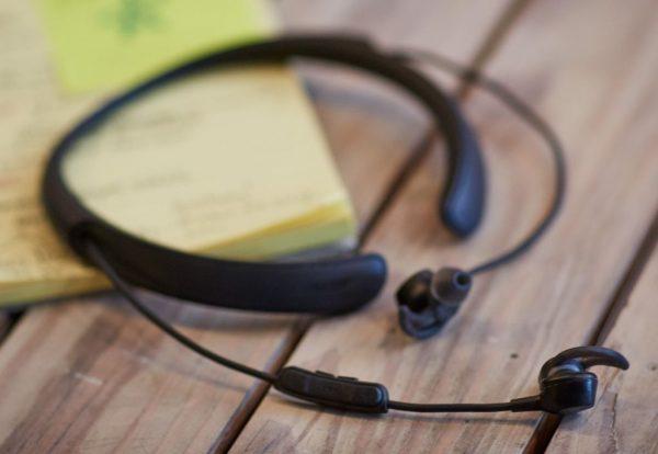 QuietControl™ 30無線耳塞式耳機 (黑色)。