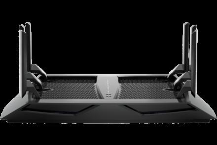 MMORPG 測試 NETGEAR Nighthawk R8000P:「強勁的覆蓋能力,穿透三層樓無延遲!」