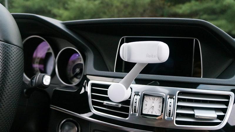 小小一個手機車架,竟然會影響開車安全?